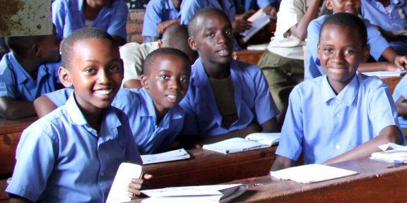 header-kids-in-blue-classroom